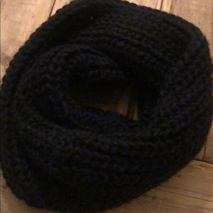 Uniclo eternity black knitted scarf .